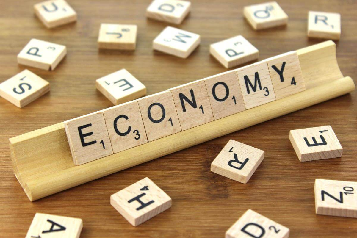 GDP Grows by 2.1% in Second Quarter Thanks to Consumer Spending Image