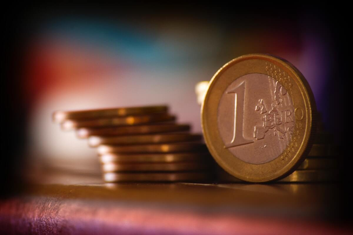 Euro Remains Below $1.10 as Europe Seeks Stability Image