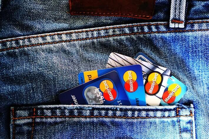 Debit Card vs. Credit Card – Similarities and Differences Image