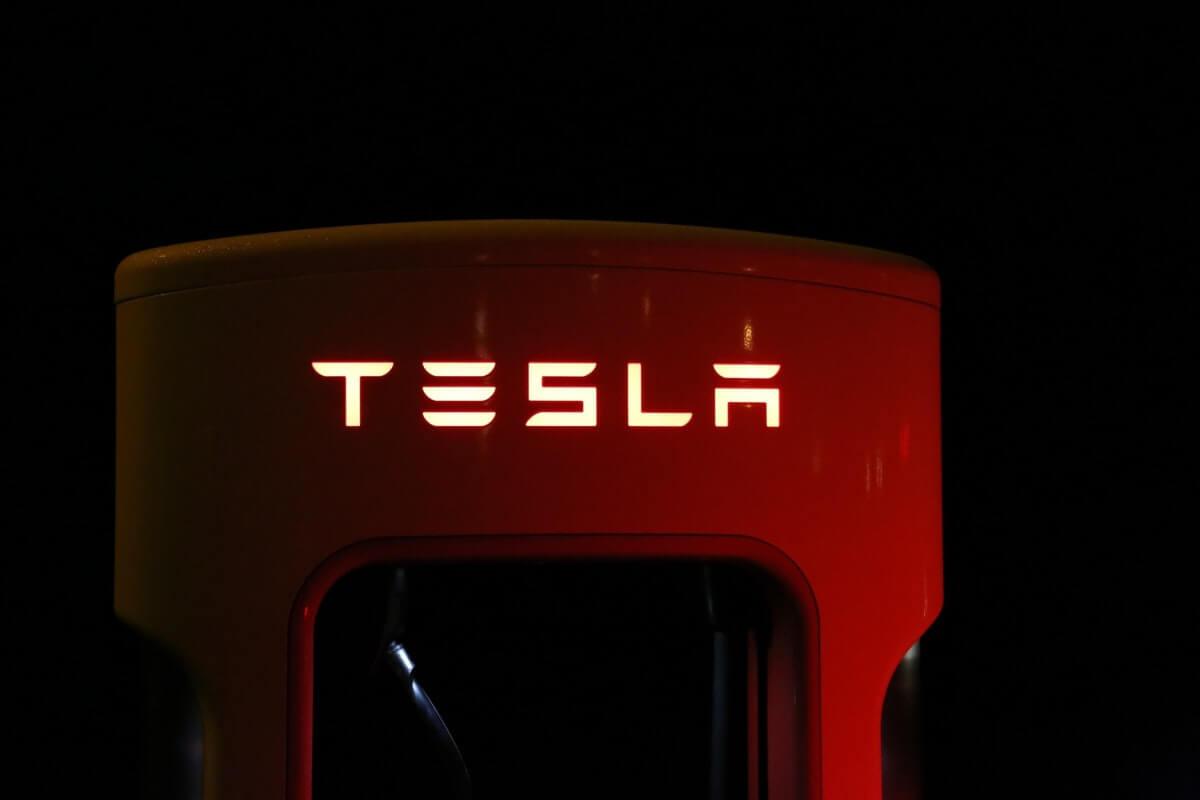 Short Sellers Bet Against Tesla, Lose Nearly $1.5 Billion Image