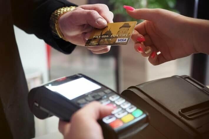 US Credit Card Debt Shrinks Due to Coronavirus Recession Image