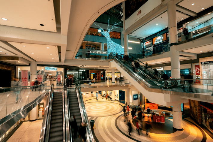 Shoppers Head Back To US Malls